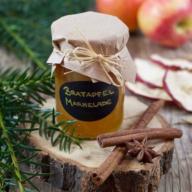 Winterliche Bratapfelmarmelade beim Kochkurs Einkochen und Einlegen im Spaetherbst und Winter von Verena Pelikan im SchlossStudio