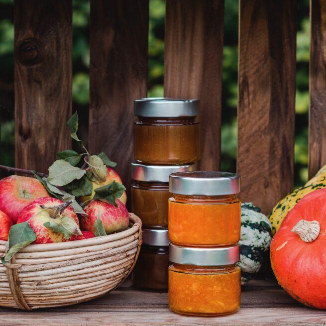 Schmackhafte Kuerbis Apfel Marmelade beim Einkochen und Einlegen im Herbst Kochkurs von Verena Pelikan im SchlossStudio