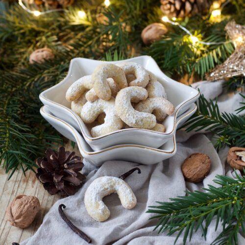 Leckere Vanillekipferl werden beim Weihnachtskekse Backworkshop im SchlossStudio von Verena Pelikan mit den Kursteilnehmern gebacken