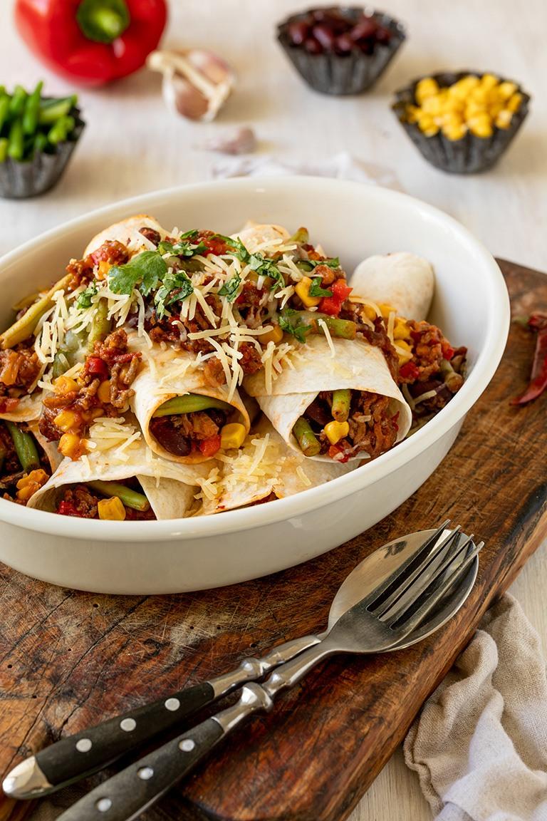 Enchiladas-mit-Hackfleisch-gemacht-und-fotografiert-von-Verena-Pelikan-als-Auftragsproduktion-fuer-Santa-Maria