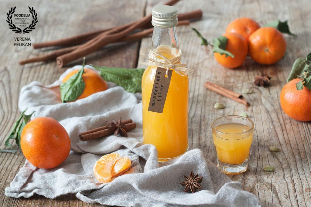 Mandarinenlikoer Bild von Foodfotografin Verena Pelikan von Foodelia International Food Photography Award ausgezeichnet