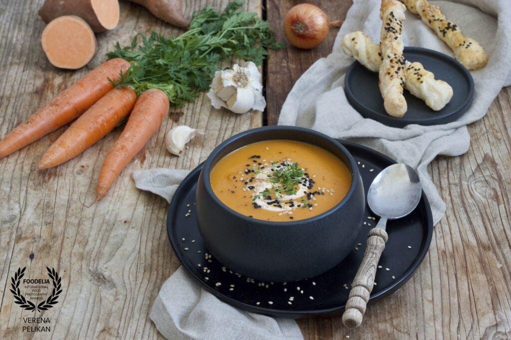 Verena Pelikan Foodfotografin und Foodbloggerin aus Oesterreich als Top 10 Foodfotografin von Foodelia Internatial Foodphotography Awards fuer ihr Suesskartoffelsuppe Bild ausgezeichnet