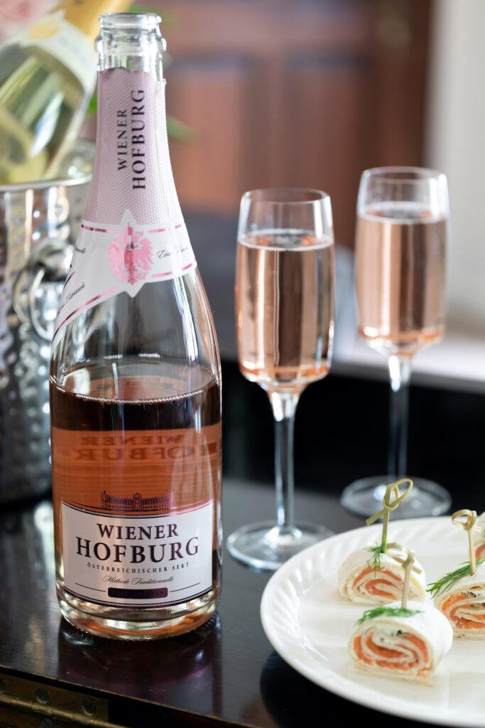 Wiener-Hofburg-Sekt-mit-Fingerfood-fotografiert-von-Foodfotografin-Verena-Pelikan-im-Fotostudio-SchlossStudio-im-Schloss-Coburg-zu-Ebenthal