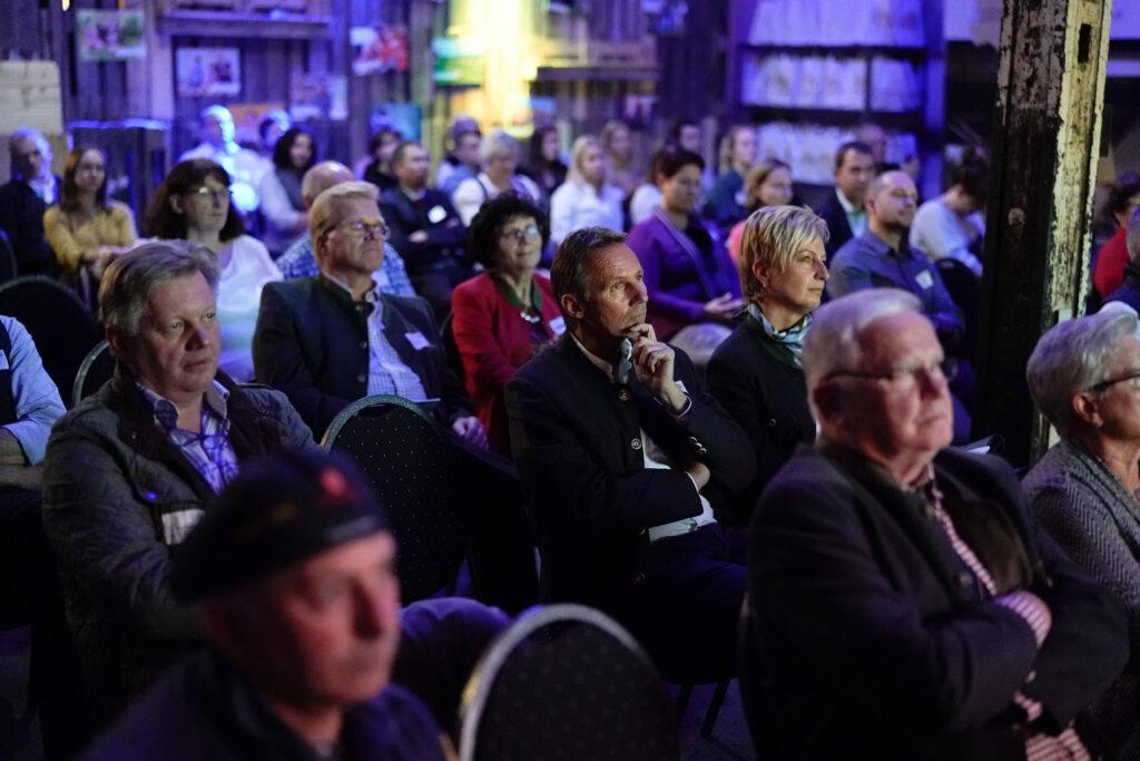Zahlreiche Zuhörer gab es bei der Paesentation zum Thema Produktpraesentation im Internet von Verena Pelikan bei der So schmeckt Niederoesterreich Veranstaltung in der Remise Amstetten