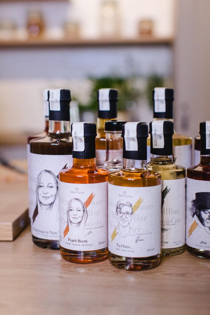 Bottled-Cocktails-der-Drinks-at-home-Kollektion-im-Kochstudio-SchlossStudio-von-Verena-Pelikan-im-Schloss-Coburg-zu-Ebenthal-im-Weinviertel
