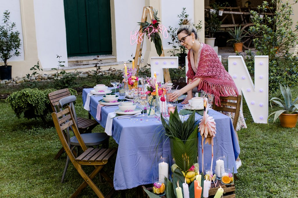 Gastgeberin Verena Pelikan bei ihrer Flamingo Party im Kochstudio SchlossStudio im Weinviertel