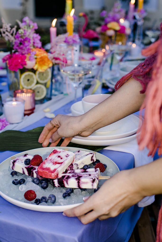 Selbstgemachtes Eis am Stiel bei der Flamingo Gartenparty von Verena Pelikan im Kochstudio SchlossStudio im Weinviertel