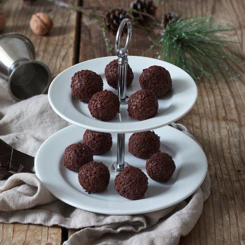 Amarettokugeln werden beim Weihnachtskekse Backkurs im Kochstudio SchlossStudio gebacken